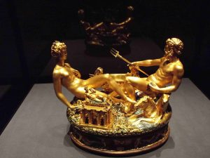 Saliera di Francesco I in ebano, oro e smalto realizzata da Benvenuto Cellini